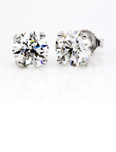 Timeless diamond studs